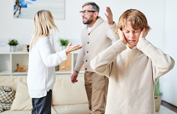 Divorcing parents fighting in front of child
